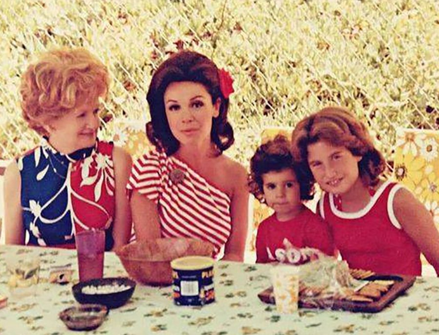 annette-funicello-and-family-skippy-commercial