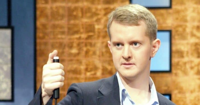 Ken Jennings apologizes for past tweets