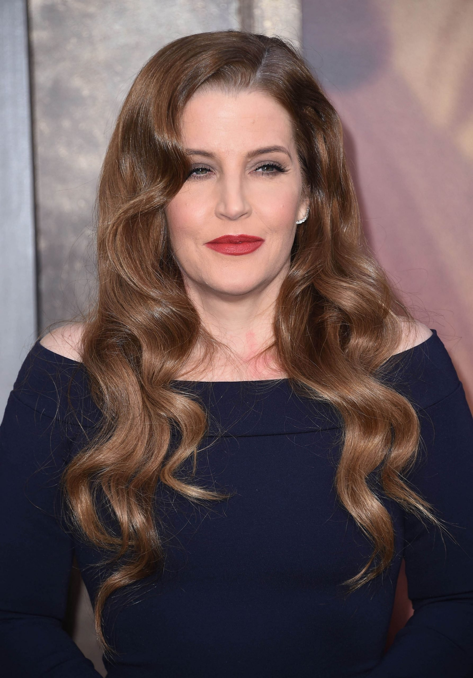 Lisa Marie Presley finds comfort and help from the father she knew only a short while