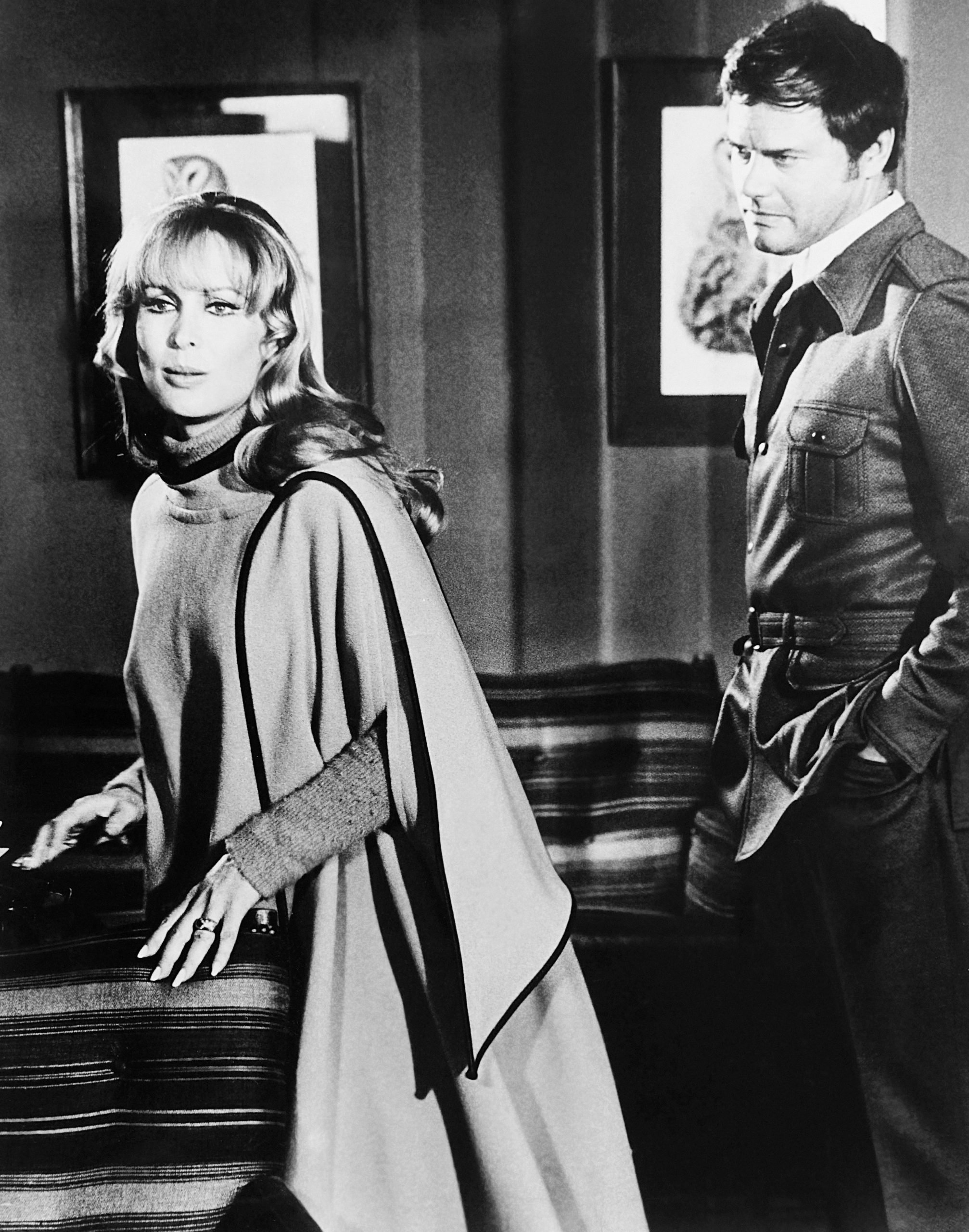 barbara-eden-larry-hagman-a-howling-in-the-woods
