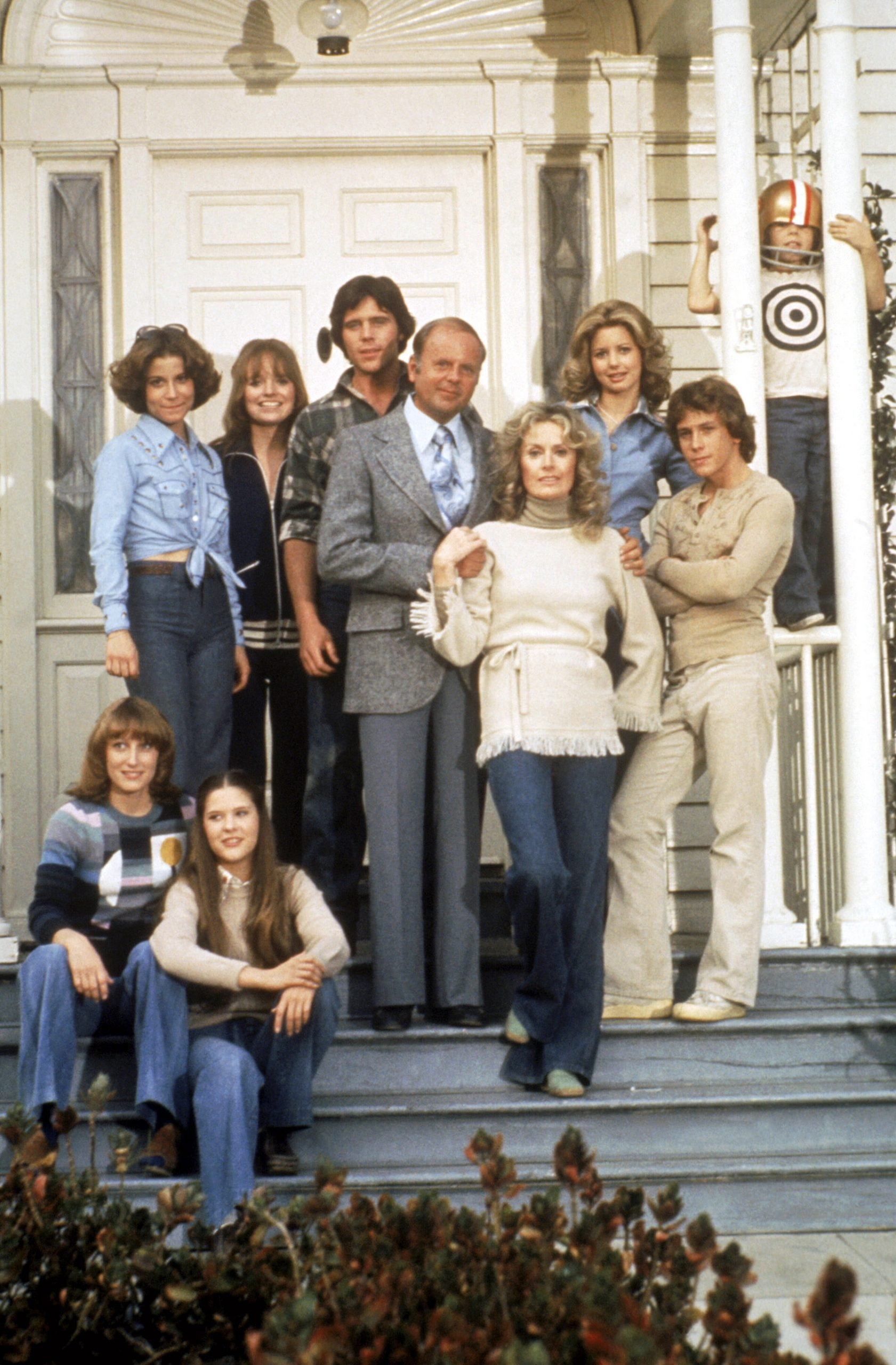 cast-of-eight-is-enough