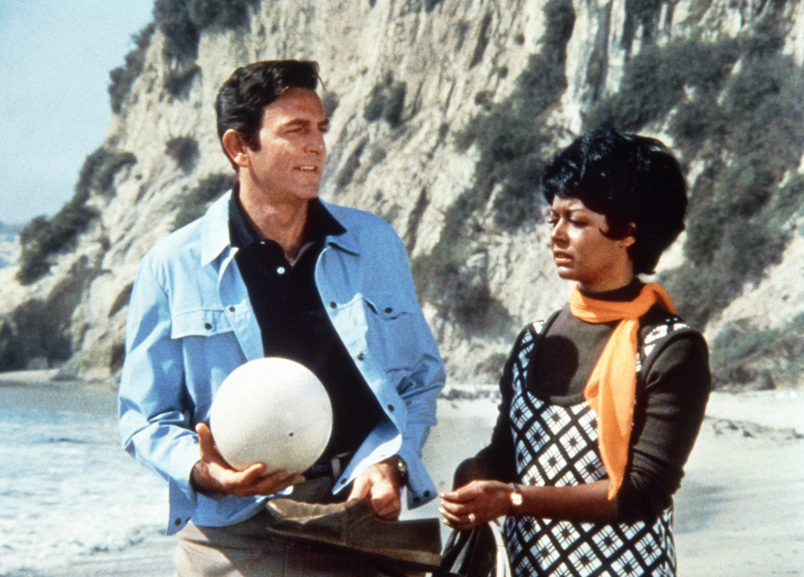 gail-fisher-mike-connors-mannix