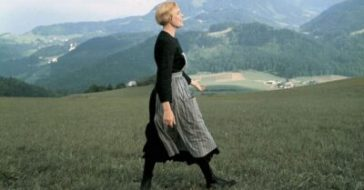 julie andrews struggle with opening scene of the sound of music
