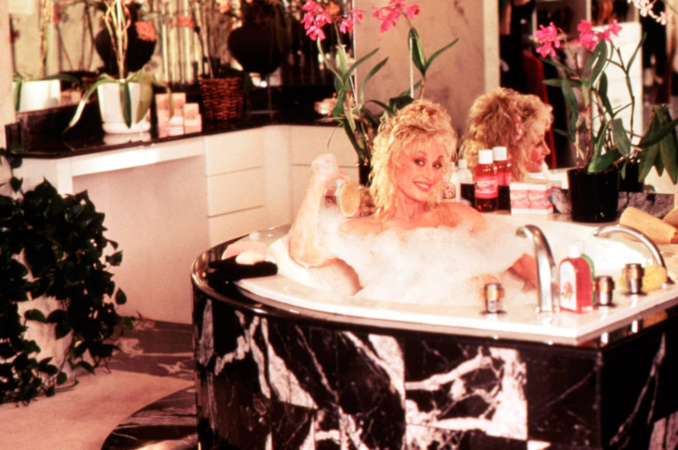 dolly parton in the bath