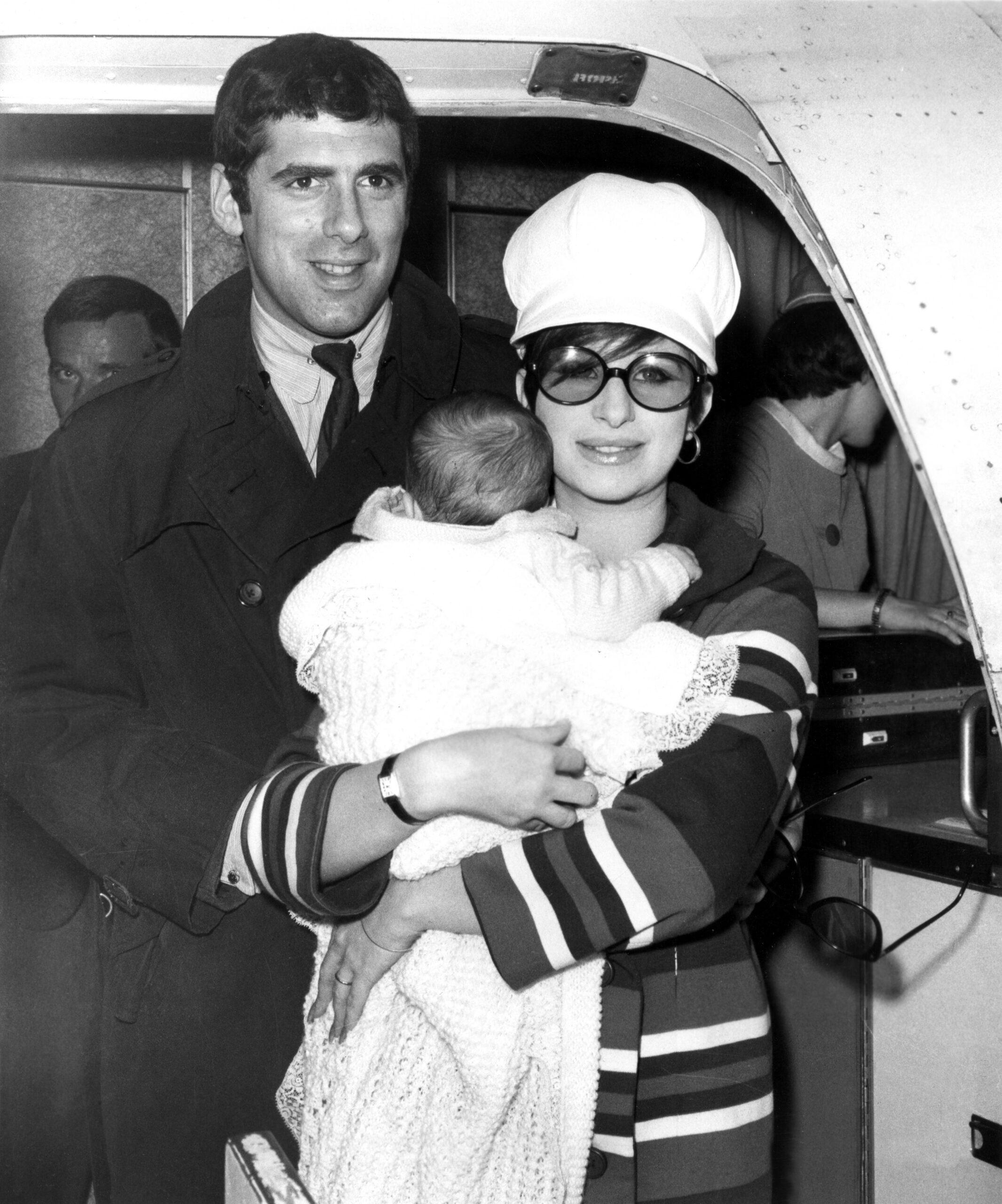Elliott Gould, Barbra Streisand, holding son Jason Gould
