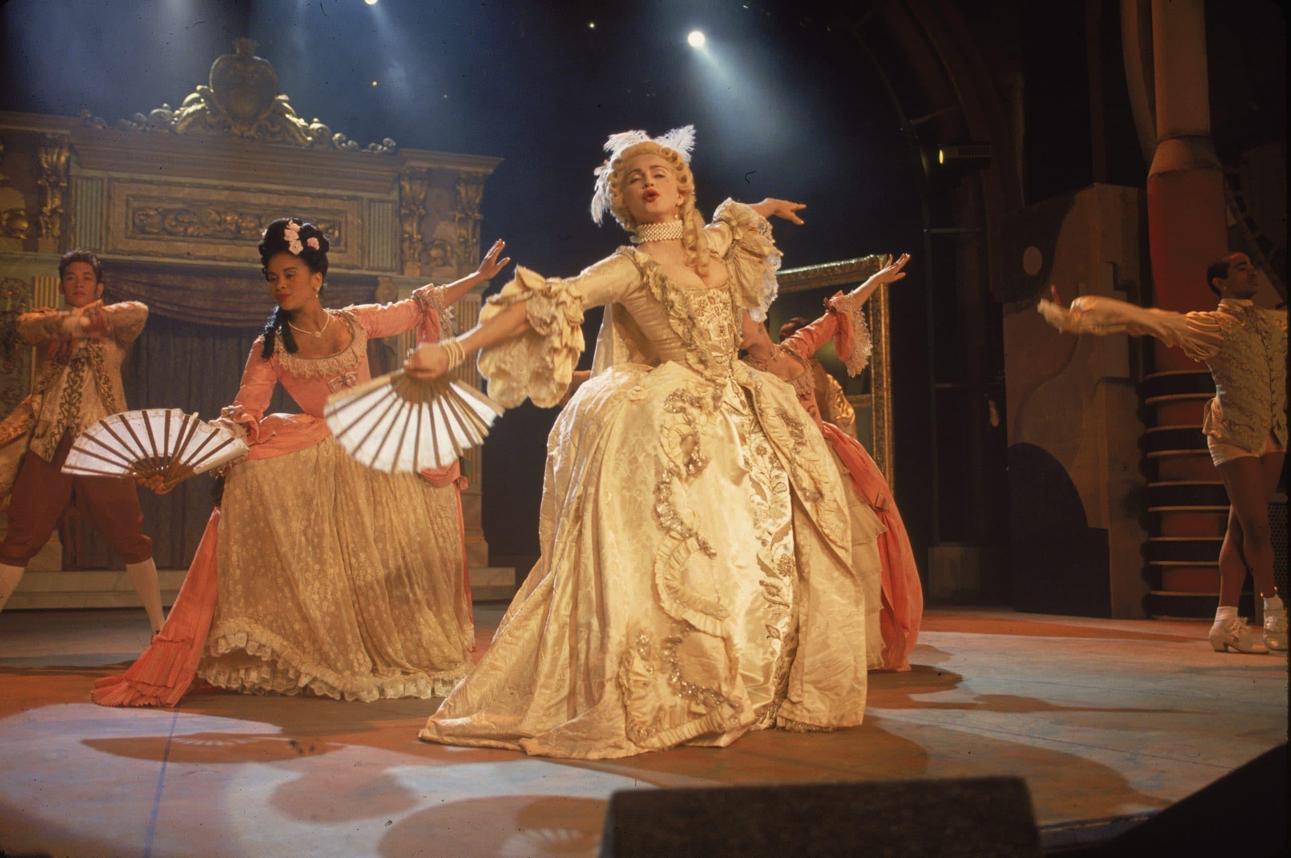 madonna performing vogue at vma awards 1990