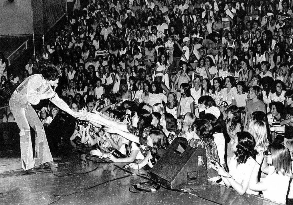 tony-defranco-on-stage