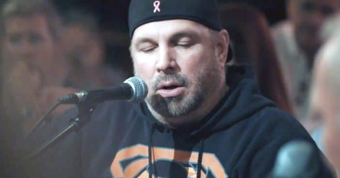 Garth Brooks causes controversy at inauguration day