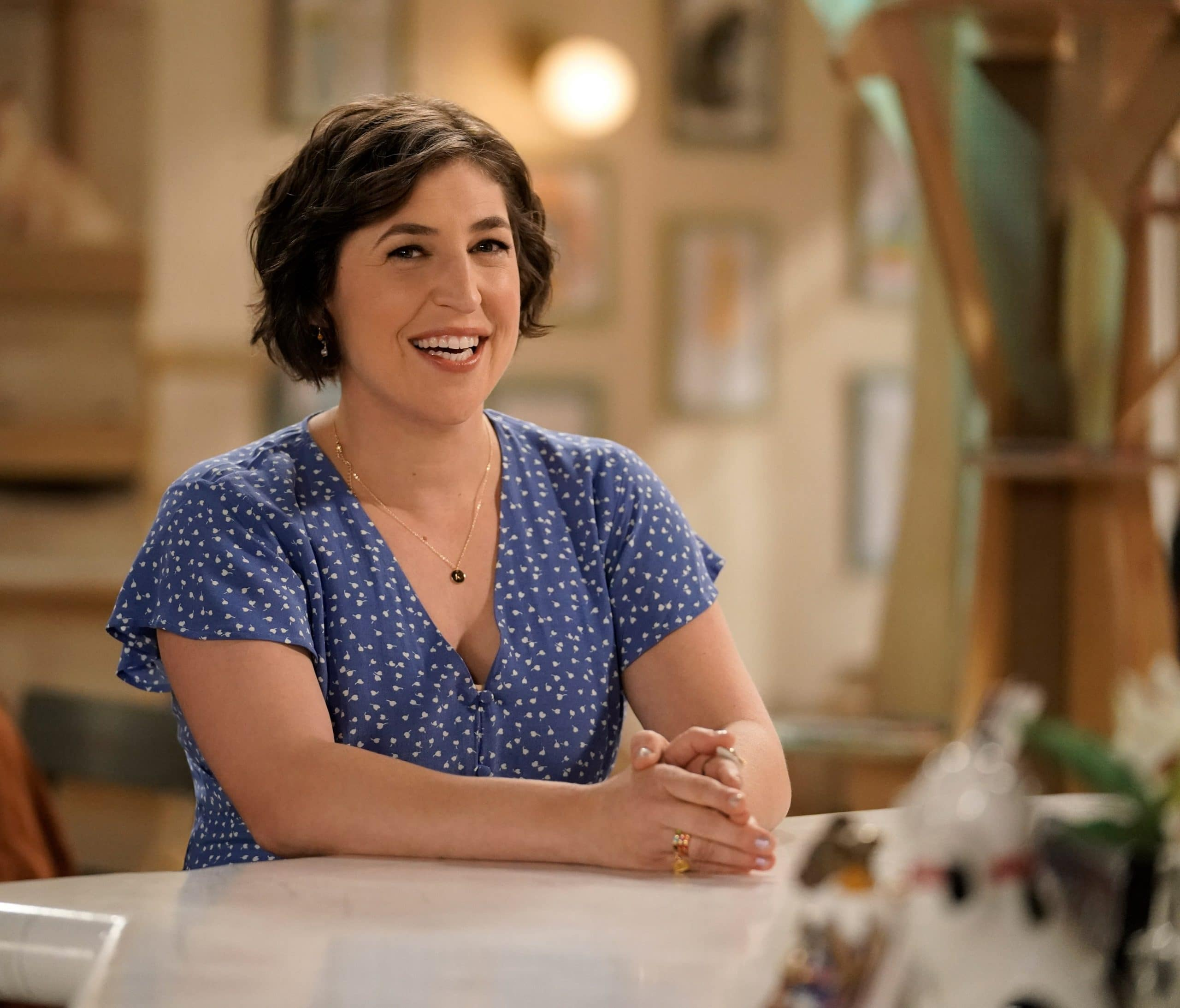 'Jeopardy!' Guest Host Mayim Bialik Recalls Alex Trebek's Legacy