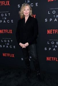 Kristen celebrates Netflix's Lost in Space rendition