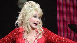 Today, Dolly Parton typically inhabits sold-out concerts, not gas station parking lots
