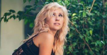 Country singer Taylor Dee dies