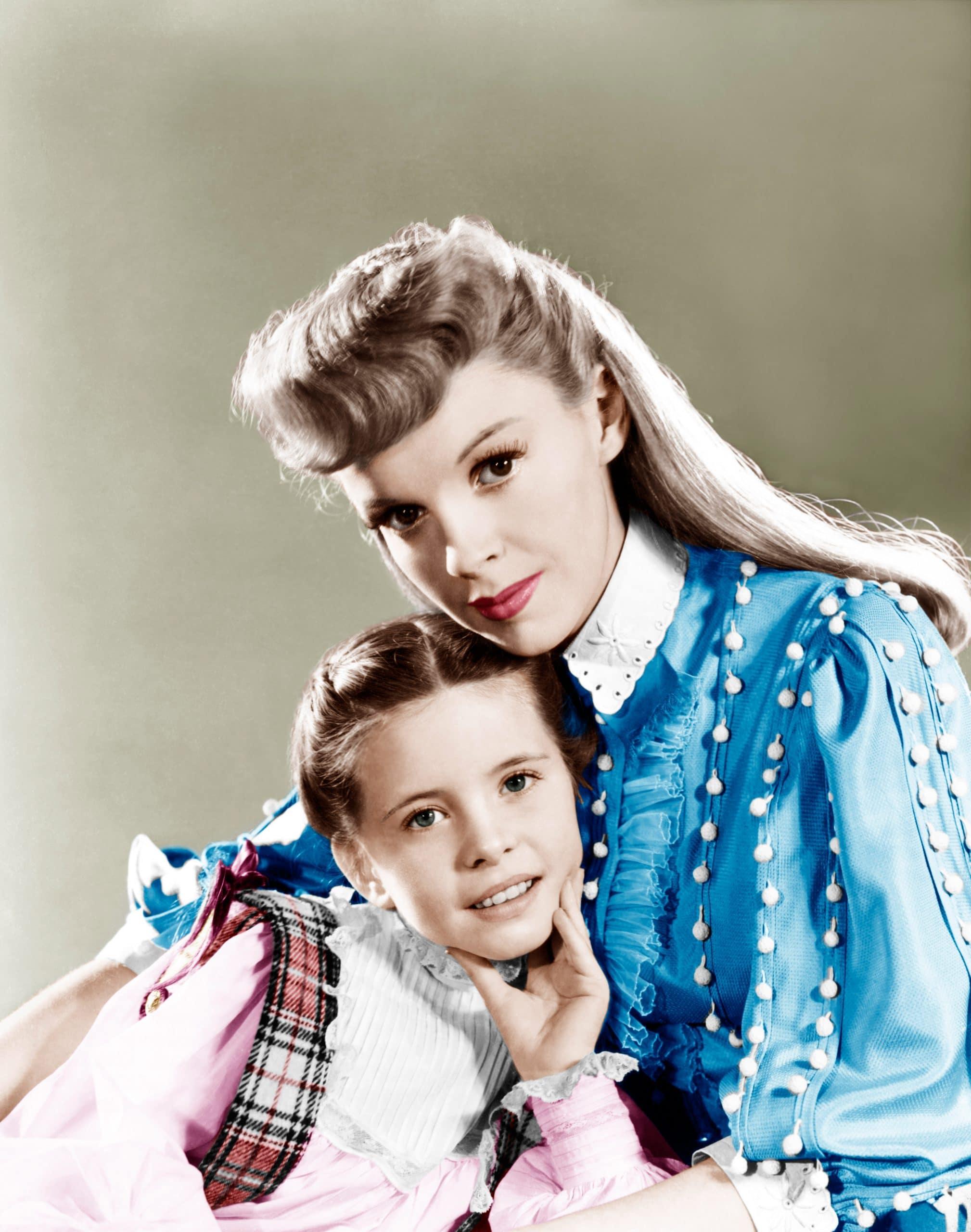 MEET ME IN ST. LOUIS, from left: Margaret O'Brien, Judy Garland, 1944