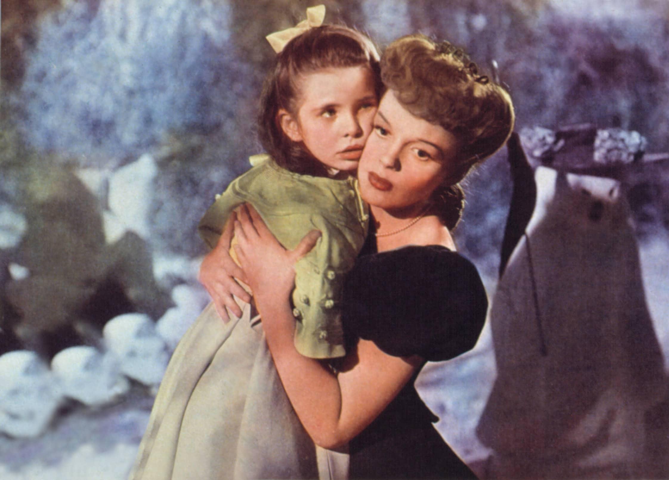 MEET ME IN ST. LOUIS, Margaret O'Brien, Judy Garland, 1944