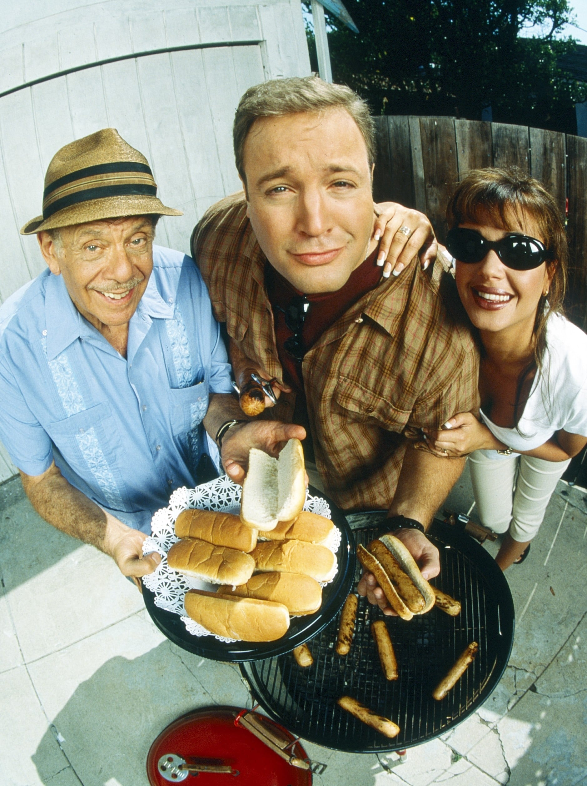 THE KING OF QUEENS Jerry Stiller, Kevin James, Leah Remini