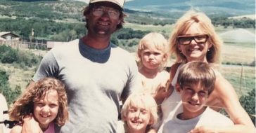 Kurt Russell, Goldie Hawn, and their grandchildren