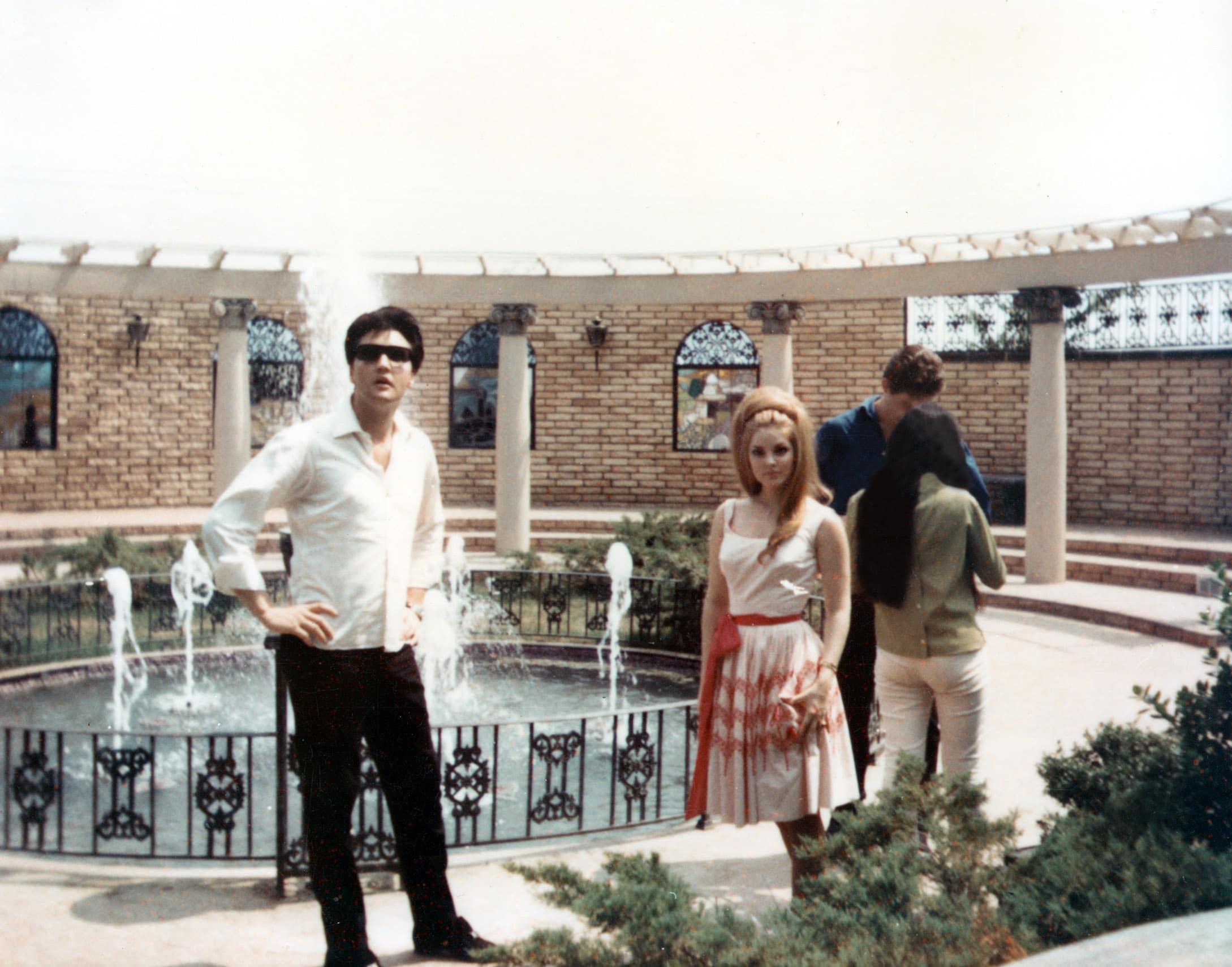 ELVIS PRESLEY, Priscilla Presley, guests unknown, c. early 1970s