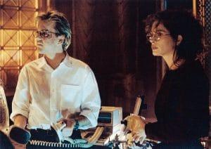 FLATLINERS, from left: Kiefer Sutherland, Julia Roberts, 1990