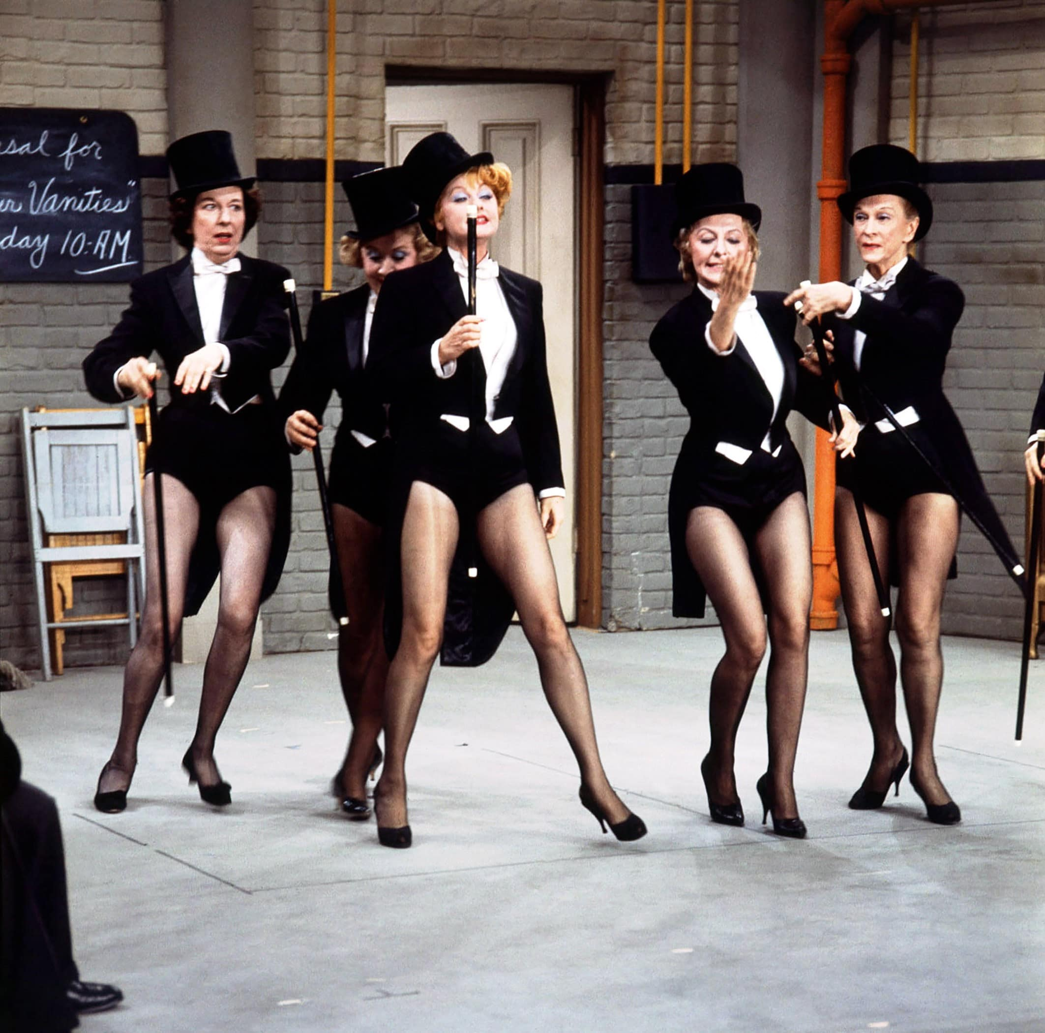 THE LUCY SHOW, from left: Mary Wickes, Vivian Vance, Lucille Ball, Mary Jane Croft, Hazel Pierce, 'Lucy Plays Cleopatra'