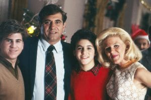 THE WONDER YEARS, from left: Jason Hervey, Dan Lauria, Fred Savage, Alley Mills