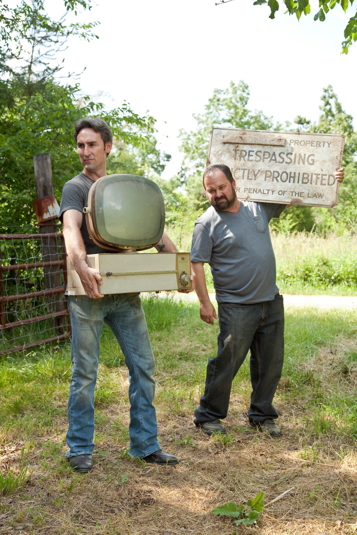 AMERICAN PICKERS, (from left): Mike Wolfe, Frank Fritz, (Season 2), 2010-