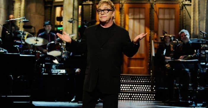 Elton John postpones his tour again