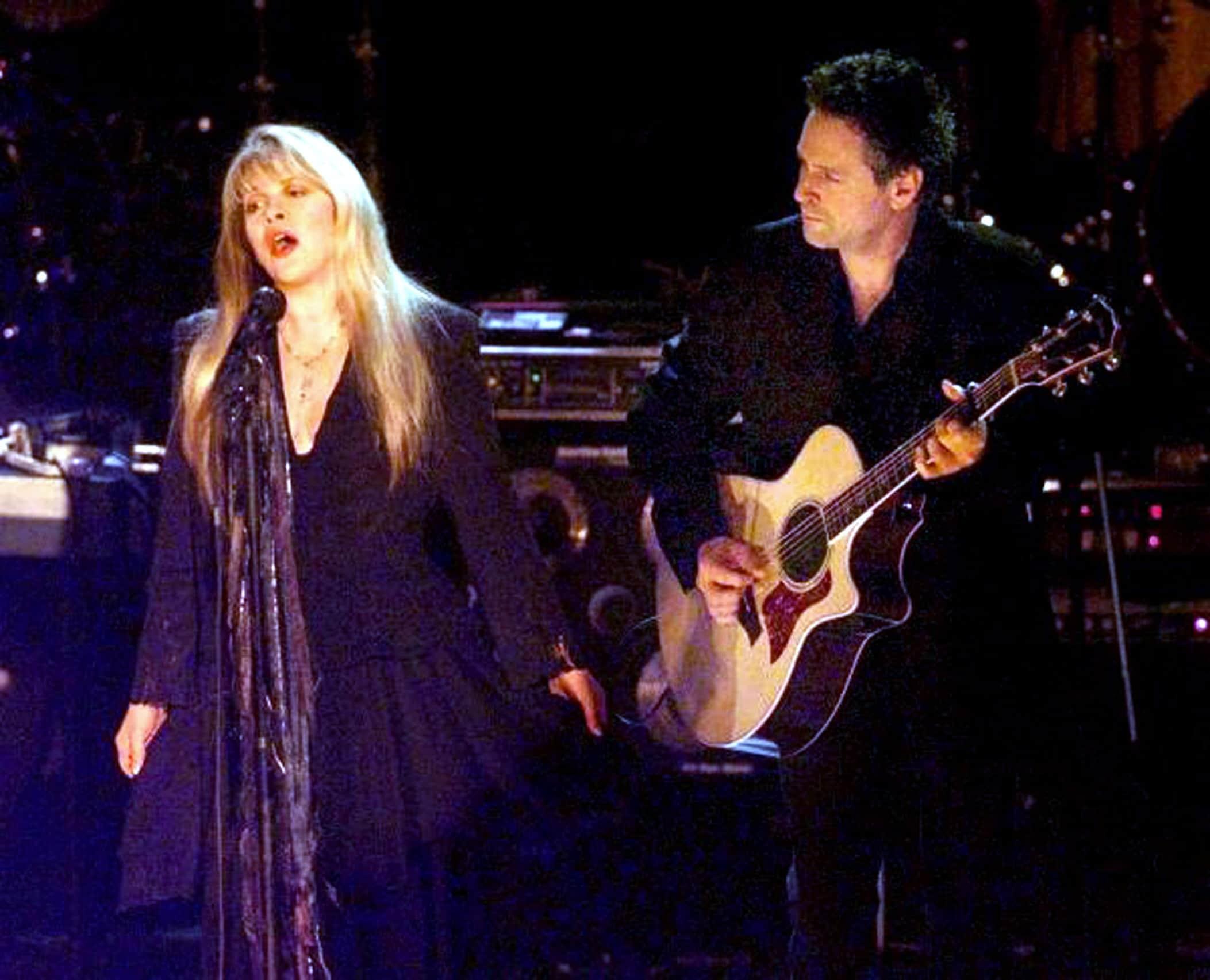 FLEETWOOD MAC, Stevie Nicks, Lindsey Buckingham, 2000's concert performance