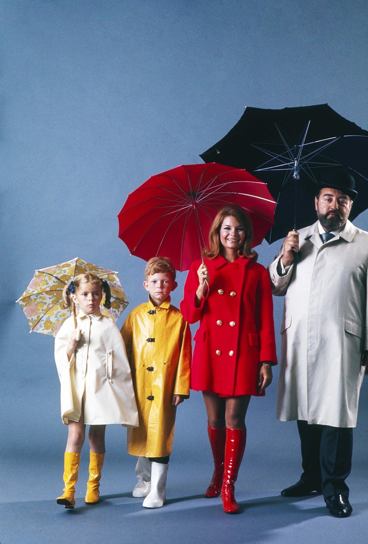 FAMILY AFFAIR, from left: Anissa Jones, Johnny Whitaker, Kathy Garver, Sebastian Cabot, (1966), 1966-1971