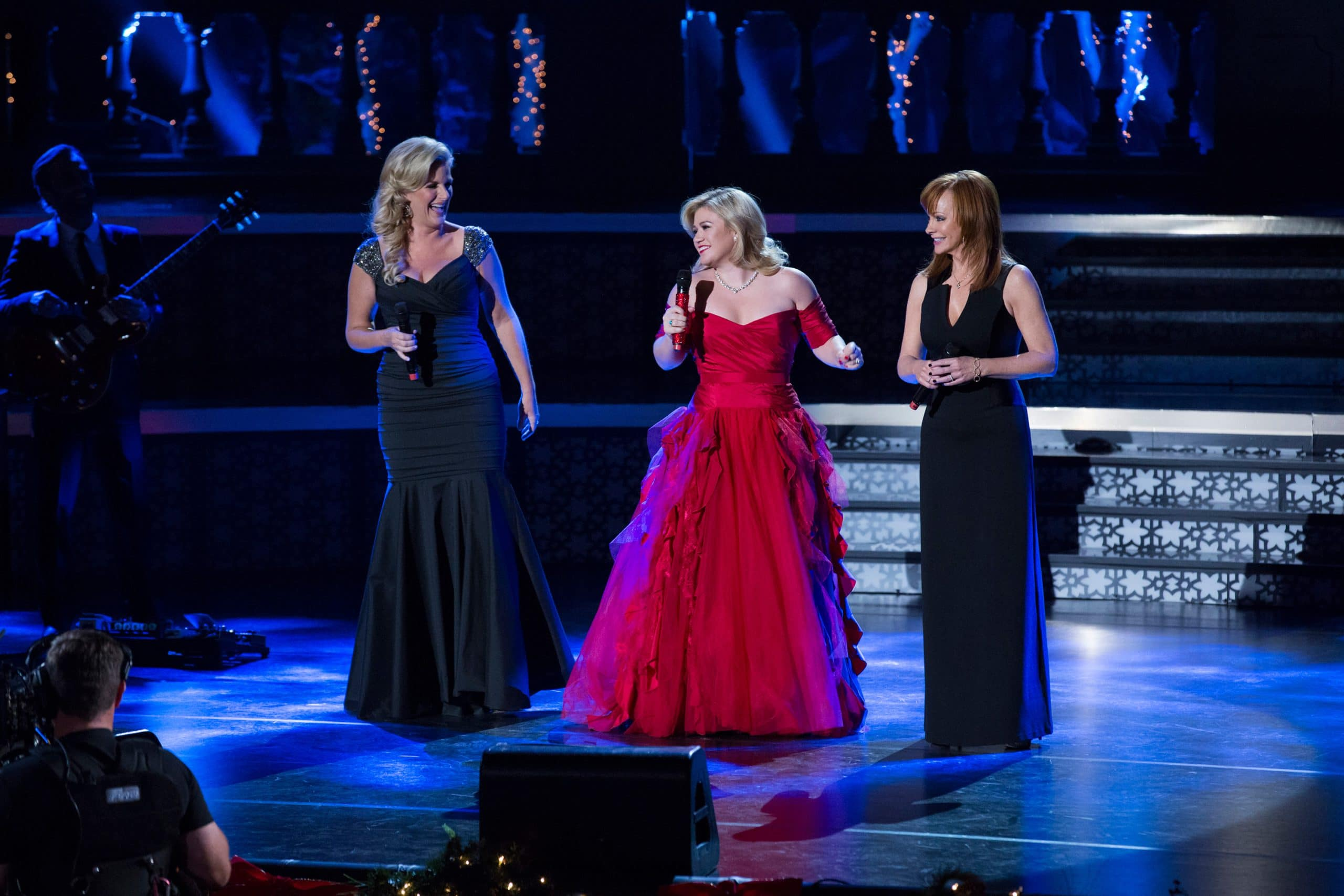 KELLY CLARKSON'S CAUTIONARY CHRISTMAS MUSIC TALE, (from left): Trisha Yearwood, Kelly Clarkson, Reba McEntire